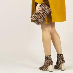 Botines y bolso tweed Tweed, Mini Skirts, Fashion, Templates, Gold Heels, Winter, Women, Moda, Fashion Styles