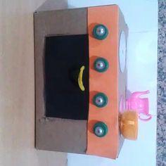 Video. Jugando con nuestra cocinita. Se abre y se cierra el horno y se mueven los mandos de la cocinita. Ha sido todo un éxito con mis niños.