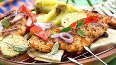 Kuřecí maso je jasným tahounem grilovacích večerů. Nejenže je velmi rychle hotové, ale mají ho rádi děti i dospělí. Jelikož není tolik výrazné, s jeho přípravou si můžete krásně vyhrát a ozkoušet velké spektrum marinád, které mu dodají dokonalou finální chuť. Tzatziki, Guacamole, Chicken, Meat, Food, Meal, Essen, Cubs