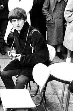 George Harrison in Paris, 1964 Les Beatles, Beatles Songs, Things We Said Today, Bug Boy, The Ed Sullivan Show, Luther Vandross, Best Friends For Life, Stevie Ray, Musica