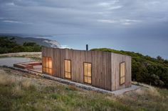 Jackson Clements Burrows Architects built asmall shelter overlooking the coast of Victoria, Australia. Envisioned as a place to get away, the structure allows inhabitants to engage with its natural s...
