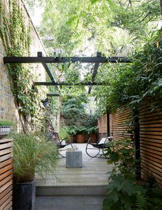 Cool Small Courtyard Garden Design Ideas For You - While you may't bodily enhance the scale of a small backyard, you may definitely make use of a number of visible tips to create the phantasm of area. Small Courtyard Gardens, Small Courtyards, Back Gardens, Small Gardens, Outdoor Gardens, Courtyard Ideas, Courtyard Design, Courtyard Landscaping, Terrace Garden