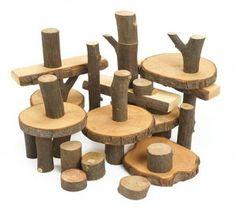 Crianza con apego: libros, material educativo y juguetes respetuosos: Anna Laura juega con: los eco bloques