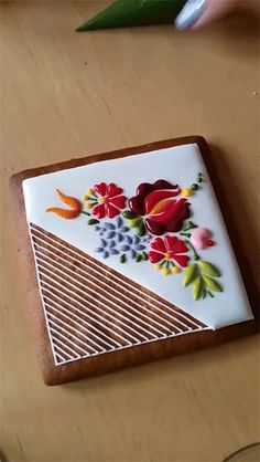 Mesmerizing Embroidery-Inspired Cookie Decorating by Mezesmanna
