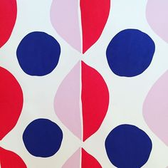 Super graphic pattern today. Kimono potential! #fashion #design #fashionrevolution #kimono #surfacedesign #surfacepattern #surfacepatterndesign #printandpattern #print #graphic #geometric #cutout #organicfashion #illustration #art #❤️️ #