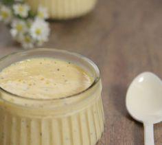 O Mousse de Maracujá é perfeito pra matar a vontade de doce em um dia de calor. Essa receita é fácil e prática: não suja quase nada!