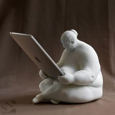 This Venus of Cupertino statue might be the artsiest iPad dock ever: Who says iPad docks can't also be works of art? While traditional stations look sleek and modern, Venus of Cupertino focuses on looking artfully strange.      http://www.digitaltrends.com/lifestyle/this-venus-of-cupertino-statue-might-be-the-artsiest-ipad-dock-ever/