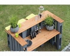 Bar aus paletten Palette table wood gray # Tips In Buying A Do Pallet Crafts, Diy Pallet Projects, Wood Projects, Diy Pallet Bar, Garden Projects, Palette Table, Palette Diy, Bar Outdoor, Paving Ideas