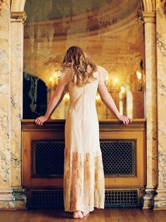 Reflective 'Morning Of' Bridal Session in a Gold Dress | Wedding Sparrow | Orange Photographie