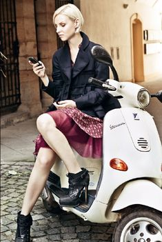 Vespa ScooteR http://www.duduit.net/shop/lang-es/179-lavado-sin-agua-duduit-scooter.html. #ridecolorfully