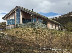 Cabin in Vågslid, Norway. The cabin is situated on a small hill, slightly higher than the cabins in the neighborhood. The view from the cottage is 180 degrees. There is easy access. Parking 10m from the entrance.  Guests have access to the entire cottage. We rent out the c...