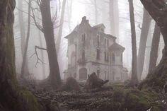 Casa abandonada en medio del bosque.