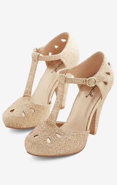 Dynamic Debut Heel in Gold