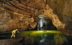 La Cueva Gouffre Berger en Francia mide más de mil metros de profundidad.