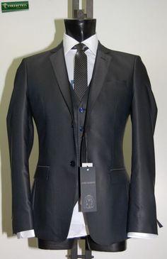 Slim fit suit with waistcoat blue John Barritt