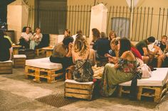Decoración para evento Festival Sons del Món  en Basílica de Santa Maria de Castelló d'Empúries  Con nuestros productos #sonsdelmón17 #sonsdelmón #palets #eventossostenibles #alquilermobiliario #eventos #sofasdepalets  #www.paletsdelujo.com Barcelona Eventos