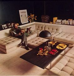 Mid century modern enjoyed a massive surge of popularity for 70er wohnzimmer