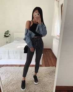 25 Cute Crop Tops For Any Body Type – Summer Outfits - Trendige Outfits Cute Casual Outfits, Crop Top Outfits, Mode Outfits, Cute Summer Outfits, Simple Outfits, Stylish Outfits, Spring Outfits, Black Crop Top Outfit, Casual School Outfits