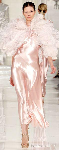 Ralph Lauren New York - Spring Summer 2012 Ready-To-Wear - Shows - Vogue. Pink Fashion, Love Fashion, Runway Fashion, Fashion Show, Timeless Fashion, Vogue Paris, Glamour, Anastasia, Dress Vestidos