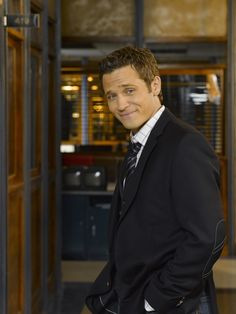Seamus Dever as Detective Kevin Ryan in #Castle - Season 3