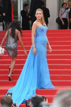 Festival de Cine de Cannes 2016 Acto: Estreno 'The BFG' Fecha: 14 de mayo de 2016 En la imagen: Blake Lively, de nuevo impresionante con un vestido azul de Atelier Versace que marcaba su figura de embarazada