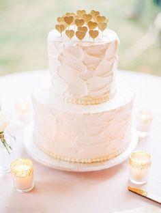 Wedding Cake, The Buttercream Bee - Virginia Wedding http://caratsandcake.com/heatherandpatrick