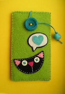 Risultati immagini per Meia Lua: feltro Quick Crafts, Crafts For Kids To Make, Diy And Crafts, Arts And Crafts, Felt Pouch, Felt Purse, Angel Crafts, Felt Mobile, Felt Material