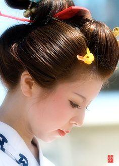 長い睫毛の別嬪さんに         男心がくすぐられ  島田髷祭り