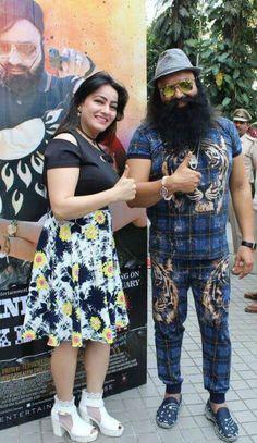 Dr.MSG with his daughter Honeypreet Insan while HIND KA NAPAK KO JAWAB promotional events.
