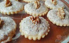 Další luxusní recept na vynikající vánoční cukroví. Ořechy jsou velmi oblíbené při pečení vánočních koláčků. Tyto myslivecké knoflíky jsou také oříškové a také fantastické. Doporučuji vyzkoušet alespoň z poloviční dávky. Autor: Triniti Petra, Hungarian Recipes, Desert Recipes, Sweet Tooth, Deserts, Muffin, Food And Drink, Xmas, Bread