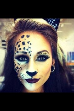 halloween cat makeup Would definitely do this! halloween cat makeup Would definitely do this! Chat Halloween, Looks Halloween, Halloween Costumes, Halloween Face Makeup, Cat Costumes, Leopard Halloween Makeup, Bricolage Halloween, Halloween Rave, Classy Halloween