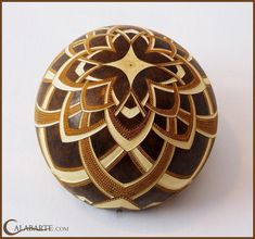 Carved gourd, over/under pattern by Calabarte