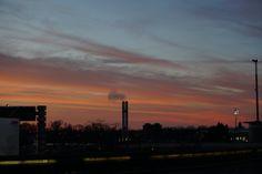 Ein Sonnenaufgang am Tegler Flughafen.