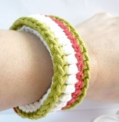 Tutorial by Amy Lin for crocheting a bracelet.