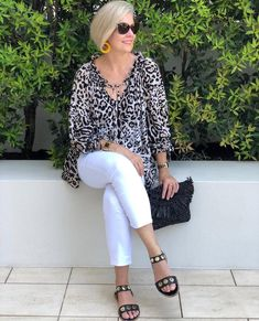 This divine easy wear blouse in Lioness Print is such a stunning versatile piece. 🐆 It can be a feature of your outfit… Over 60 Fashion, Over 50 Womens Fashion, Fashion Over 50, Fashion Tips For Women, Simple Outfits, Summer Outfits, Casual Outfits, Mode Outfits, Fashion Outfits