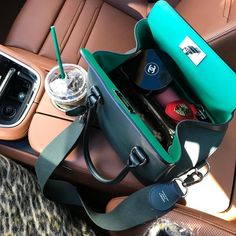 "Luxury Bag Reviews on Instagram: ""I know it's obvious we LOVE designer handbags BUT, we also love bag inserts because they:⠀⠀⠀⠀⠀⠀⠀⠀⠀⠀⠀⠀⠀ 1. Help us stay…"" Cluch Bag, Bag Organization, Luxury Bags, Luxury Life, Purses And Handbags, Designer Handbags, Cross Body, Hermes, Girl Fashion"