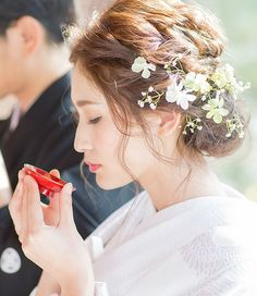 福岡スタジオ Bridal Flowers, Flowers In Hair, Bride Hairstyles, Cute Hairstyles, Wedding Hair And Makeup, Hair Makeup, Bridal Hairdo, Wedding Kimono, Japanese Wedding