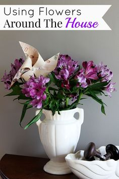 Decorating with flowers is a pretty way to add farmhouse decor to your home.Use repurposed items as planters and vases for that Fixer Upper farmhouse look. Flower Crafts, Diy Flowers, Flower Decorations, Simple Flowers, Flowers Garden, Farmhouse Style, Farmhouse Decor, Repurposed Items, Silk Flower Arrangements