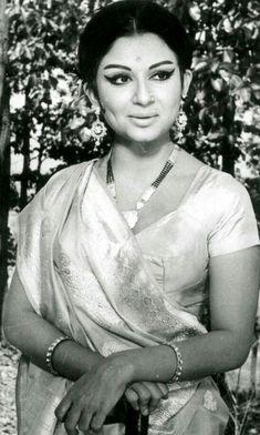 Bollywood Posters, Bollywood Cinema, Bollywood Photos, Indian Bollywood, Old Film Stars, Movie Stars, Asian Celebrities, Bollywood Celebrities, Sharmila Tagore