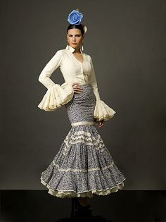 2012 Flamenco Dress with Large Hairpiece Spanish Dress, Spanish Style, Dance Outfits, Fall Outfits, Flamenco Costume, Flamenco Dresses, Havanna, African Attire, Christmas Fashion