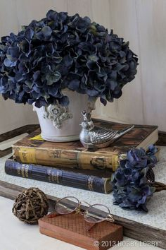 Use faux flowers and vintage books to make a beautiful side table display. Use faux flowers and vint Vintage Books, Vintage Decor, Hortensia Hydrangea, Hydrangeas, Vibeke Design, Deco Floral, Faux Flowers, Fresh Flowers, Lotus Flowers