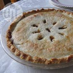 Old Fashioned Raisin Pie I. If you like raisin pie give this one a try. I find the filling is a little thick. I might add another cup of liquid next time to loosen things up a little, though. Flavour is spot on! Beignets, Empanadas, Just Desserts, Dessert Recipes, Dinner Recipes, Cheesecake Recipes, Dinner Ideas, Ready Made Pie Crust, Frozen Pie Crust