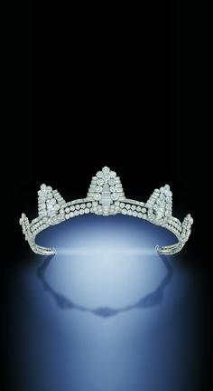 A SUPERB ART DECO DIAMOND TIARA, BY CARTIER