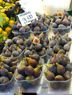 Figs in autumn, La Boqueria market, Barcelona, Spain.  Photo: mercados del mundo, via Flickr