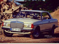 #w123 #w123club #w115club #mercedes #mbclassic #classic #vintagecars #germancars #eclass #oldtimer #soloparking #80s #clubmates #caroftheday #autoclassic #wagon #estate #sedan #coupe Photo by @michael.schu1
