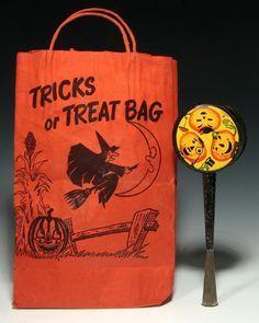 Trick or Treat bag Halloween Door, Halloween 2017, Halloween Night, Halloween Candy, Monster Under The Bed, Vintage Halloween Decorations, Loot Bags, Trick Or Treat Bags, Vintage Fall