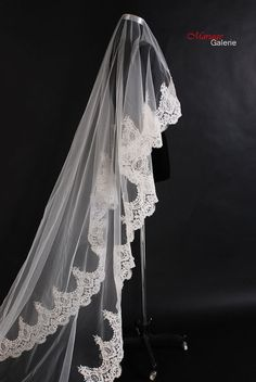 Vintage style wedding Veil with Lace edges  by MariageGalerie