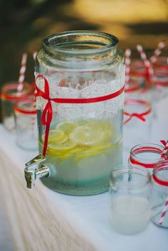 A close-up to a lemonade bar in a rural wedding #ruralWedding #lemonadeBar #weddingIdeas