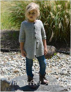 Listado para el patrón de ganchillo de la Rebeca de Cairbre.  Este suéter es hecho a mano y diseñado con el confort y la calidez en la mente...
