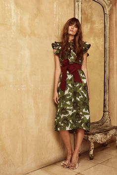 See the complete Johanna Ortiz Resort 2018 collection.